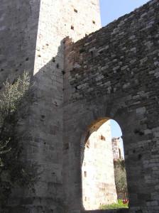 Porta d'ingresso alla Rocca Nuova o di Castruccio, Serravalle Pistoiese, Pistoia. Author and Copyright Marco Ramerini