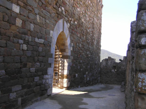 Porta d'ingresso alla Rocca, Scarlino, Grosseto. Author and Copyright Marco Ramerini