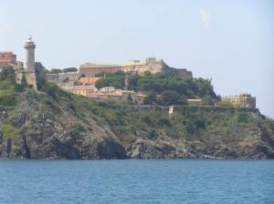 La maison dei Mulini (à droite) à partir de la mer, Portoferraio, Île d'Elbe. Auteur et Copyright Marco Ramerini..