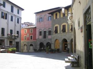Una piazza, Barga, Lucca. Author and Copyright Marco Ramerini