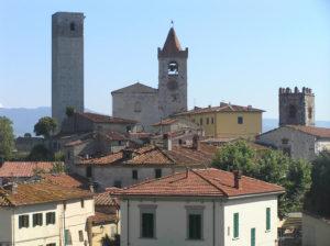 Veduta di Serravalle Pistoiese (da sinistra a destra la torre del Barbarossa e le chiese di Santo Stefano e San Michele), Pistoia. Author and Copyright Marco Ramerini