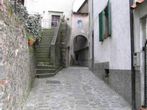 Vicolo del borgo di Ghivizzano, Coreglia Antelminelli, Lucca. Author and Copyright Marco Ramerini