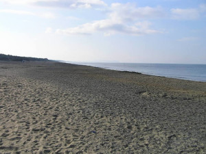Visuale sulla spiaggia verso il lato sud della costa, Forte di Castagneto, Donoratico, Livorno. Author and Copyright Marco Ramerini