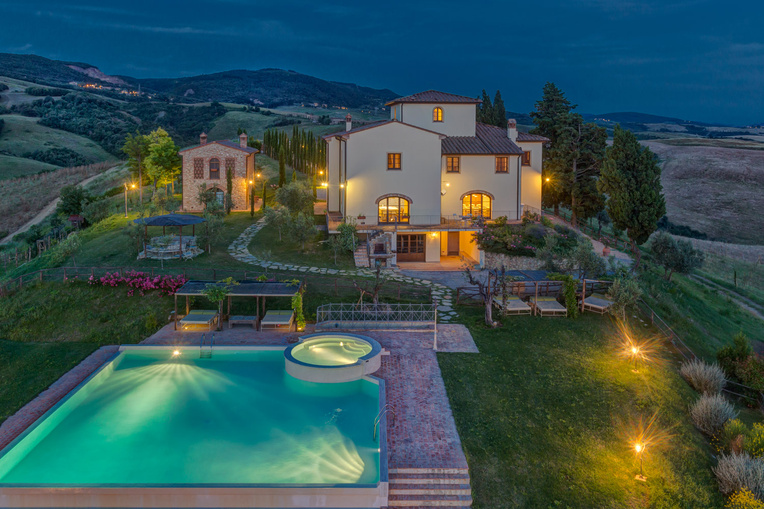 Villa ciggiano l hospitality tailor made che incontra l for Piani di piscina