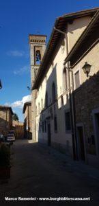 Il campanile della chiesa e il Palazzo Pretorio, Barberino Val d'Elsa. Autore e Copyright Marco Ramerini