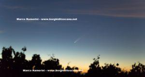 La cometa dopo il tramonto dalla Cupola di San Donnino. Autore e Copyright Marco Ramerini
