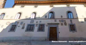 La facciata del Palazzo Pretorio di Barberino Val d'Elsa. Autore e Copyright Marco Ramerini