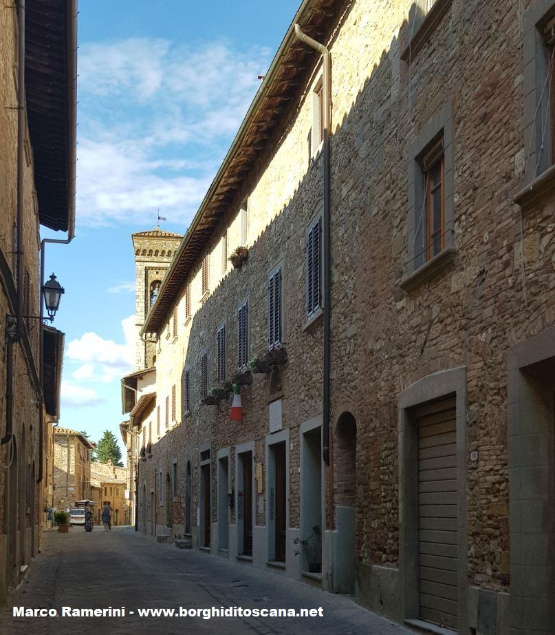 La via centrale di Barberino Val d'Elsa. Autore e Copyright Marco Ramerini.
