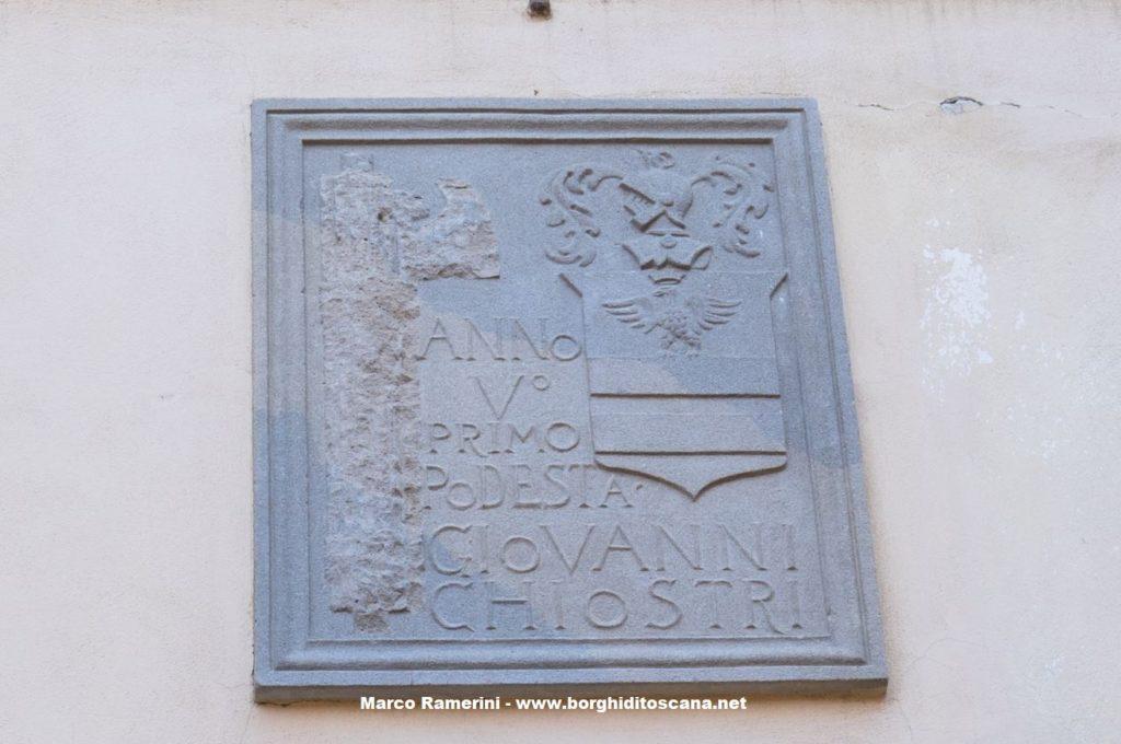 Lo stemma di Giovanni Chiostri sulla facciata del palazzo Pretorio di Barberino. Autore e Copyright Marco Ramerini