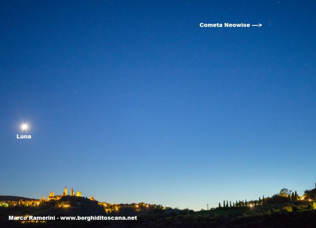 San Gimignano, la cometa Neowise e la Luna. Autore e Copyright Marco Ramerini