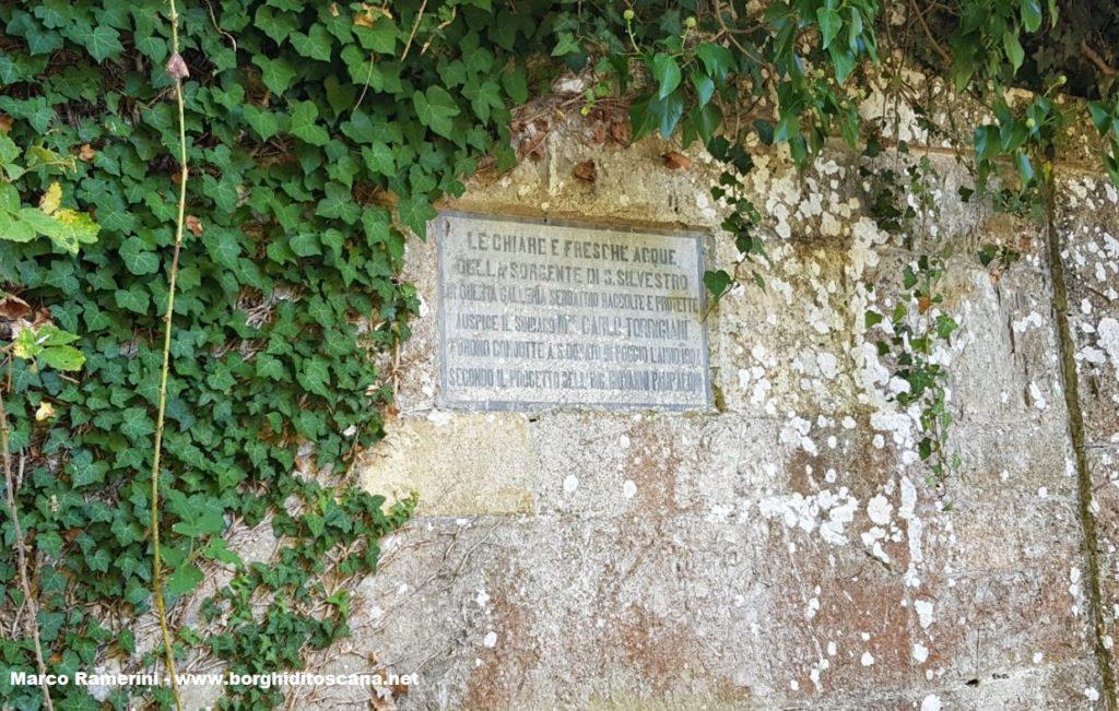 Passeggiata nel Chianti. Antica targa dell'acquedotto di Tavarnelle Val di Pesa. Autore e Copyright Marco Ramerini