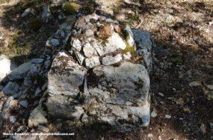 Il basamento dove, forse, era posizionata una croce davanti alla chiesa di San Silvestro. Autore e Copyright Marco Ramerini