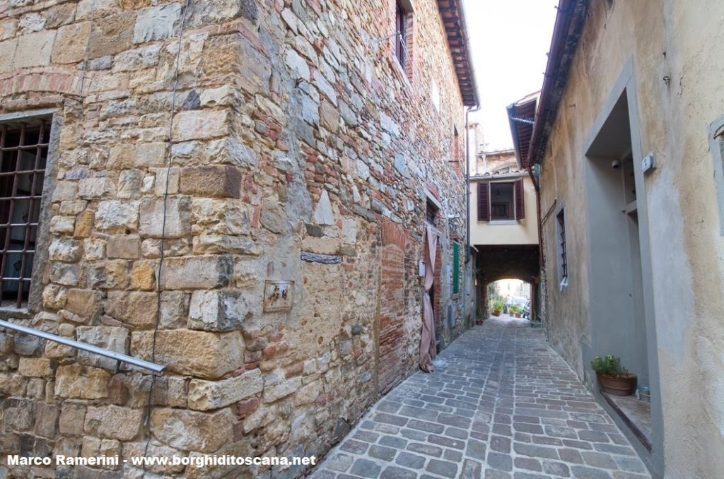 Il vicolo che secondo la mappa non aveva sfondo e l'edificio dove doveva essere la cappella della Fraternità della Penitente Santa Maddalena. Autore e Copyright Marco Ramerini