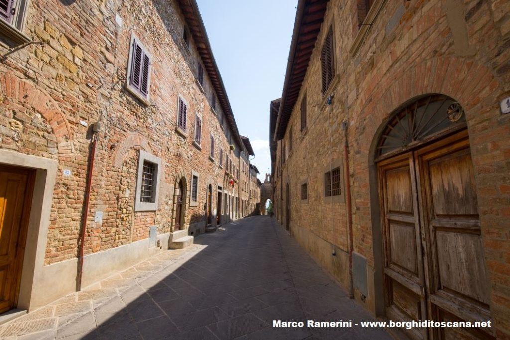 La via principale di Barberino Val d'Elsa. Autore e Copyright Marco Ramerini