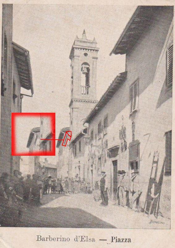 Nella foto è presente il tetto a capriata della vecchia chiesa