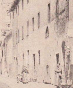 Una vecchia foto dei primi del '900 dove si vede il tabernacolo sopra alla porta dell'antica chiesa di Santa Lucia a Barberino