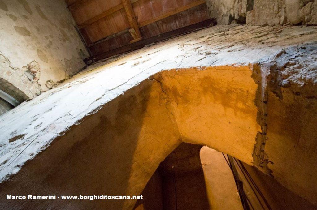 Vecchie strutture all'interno del campanile di Barberino. Autore e Copyright Marco Ramerini
