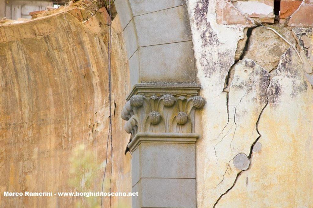 Nebbiano. Un capitello della chiesa di Sant'Angelo a Nebbiano. Autore e Copyright Marco Ramerini