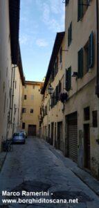 La via di San Paolino, la zona di Firenze dove viveva la famiglia di Jacopo Ramerini. Su questa via all'epoca di Jacopo si affacciava la facciata della chiesa di San Paolino