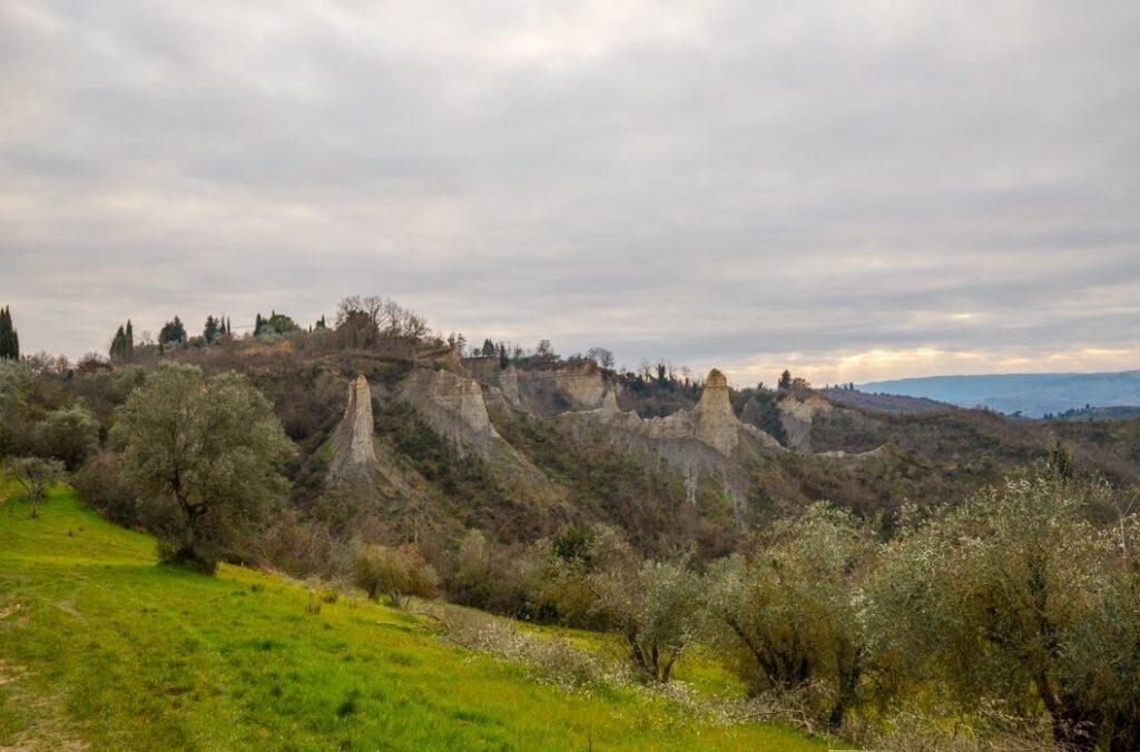 I calanchi vicino ai resti della Chiesa di Santa Maria a Casale,Certaldo. Autore e Copyright Marco Ramerini