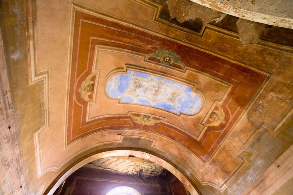 Il soffitto affrescato della cappella della villa di Paolo del Pozzo Toscanelli, Certaldo. Autore e Copyright Marco Ramerini