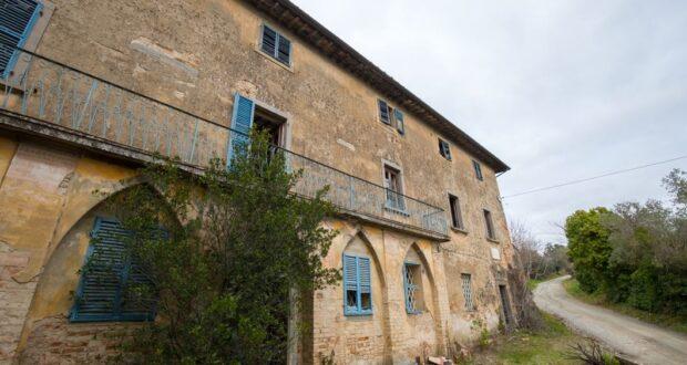 La facciata della villa di Paolo del Pozzo Toscanelli, Certaldo. Autore e Copyright Marco Ramerini