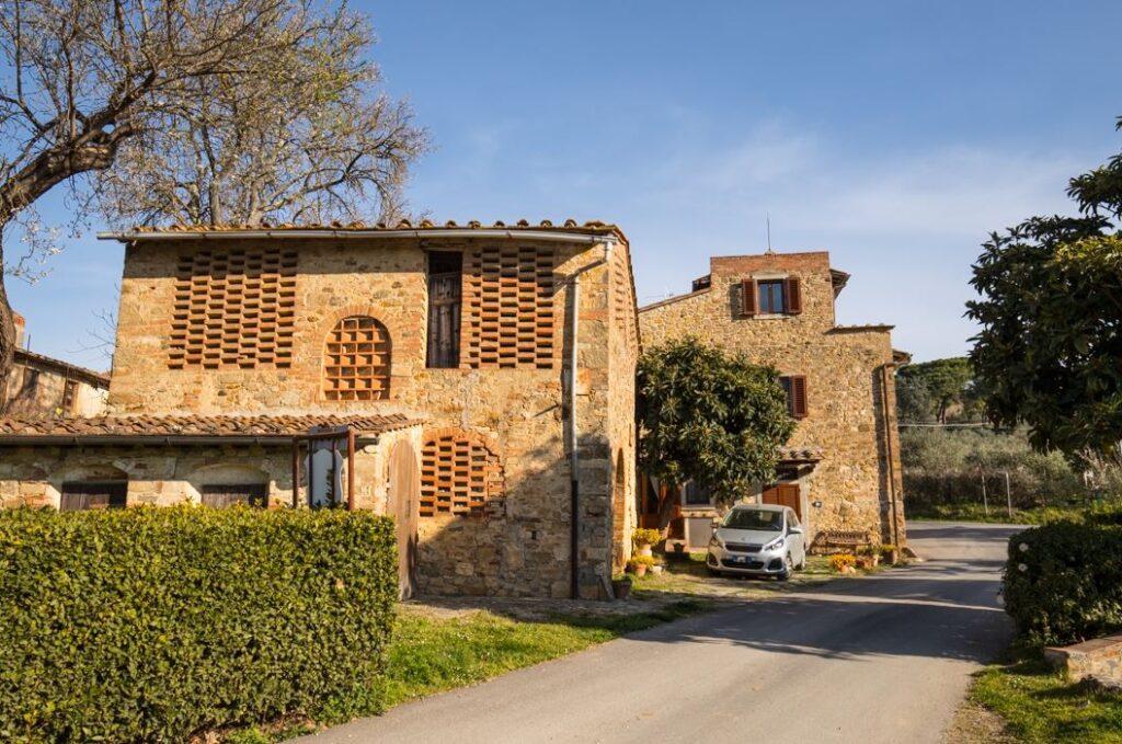 Altri edifici nel borgo di San Filippo a Ponzano (Foto: Marco Ramerini)