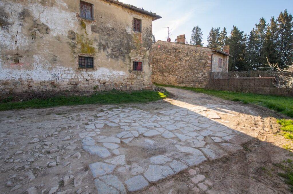 Antica pavimentazione a San Filippo a Ponzano (Foto: Marco Ramerini)