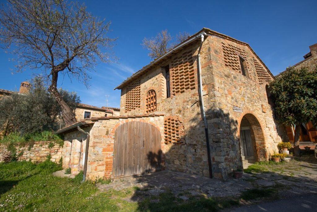 Edificio nel borgo di San Filippo a Ponzano (Foto: Marco Ramerini)