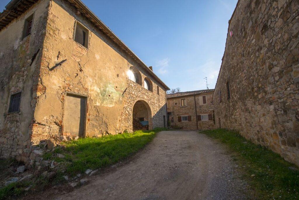 Poderi nel borgo di San Filippo a Ponzano (Foto: Marco Ramerini)