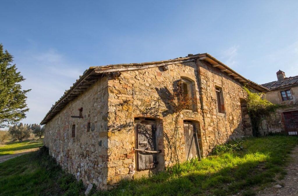 Un vecchio edificio a San Filippo a Ponzano (Foto: Marco Ramerini)