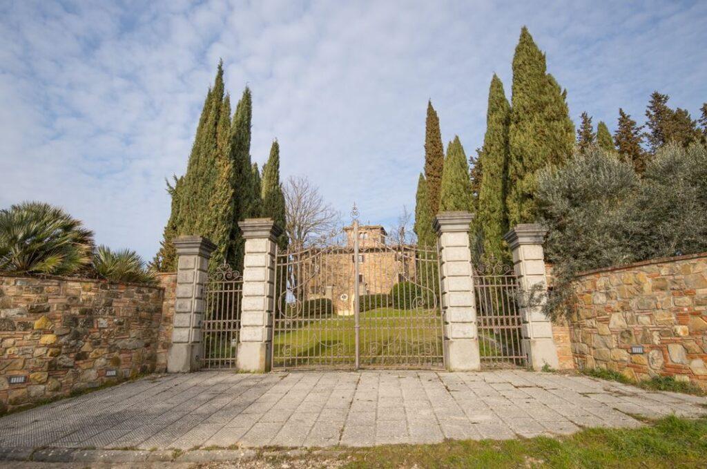Uno degli ingressi della Villa di San Filippo (Foto: Marco Ramerini)