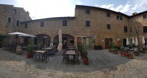 Le Logge della piazza di Barberino Val d'Elsa. Autore e Copyright Marco Ramerini.