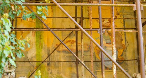 Gli affreschi sopra l'altare della Chiesa di San Bartolomeo ai Pini. Autore e Copyright Marco Ramerini